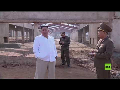 العرب اليوم - شاهد: زعيم كوريا الشمالية يتفقد مزرعة دجاج قيد الإنشاء
