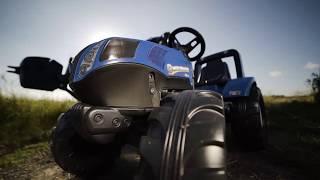 Minamas mėlynas traktorius su kaušu ir priekaba | New Holland | Falk