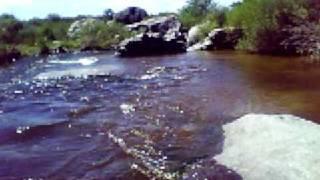 preview picture of video 'San Carlos Minas, Juntura del Río Jaime con el Arroyo Noguinet 01.'