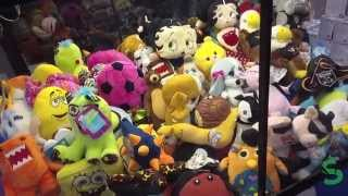 3 Friends Battle to the Death At The Claw Machine
