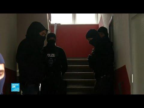 العرب اليوم - شاهد: توقيف 3 سوريين في ألمانيا وفرنسا يشتبه بارتكابهم جرائم ضد الإنسانية