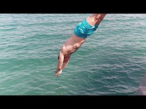 смешные нырки в воду   смешные прыжки в воду  funny dive into the water