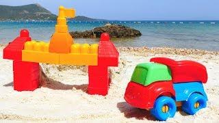 Мультики про машинки. Видео для детей. Крепость из песка на пляже