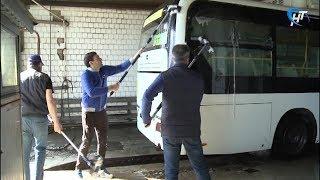 Транспортники провели генеральную уборку в автобусах