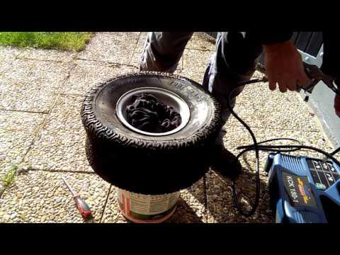 Rasentraktor Reifen Montage mit Eimer. Ungefährliche Alternative zum Reifen aufsprengen.
