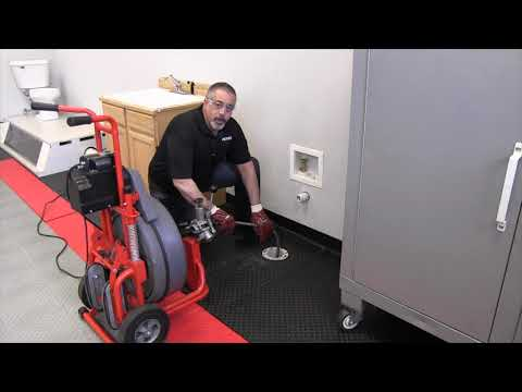 Using the RIDGID K7500 drum machine to clean a line