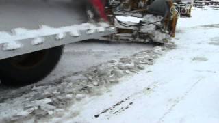 Работа зубчатого ножа на грейдере, вскрытие наста в зимних условиях