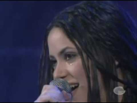 Shakira-Tu (en vivo - live llorando)