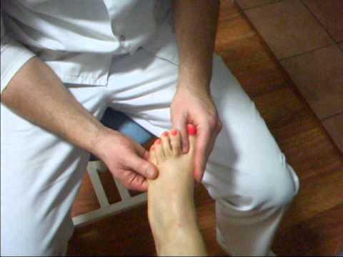 Guzek u podstawy palca środkowego