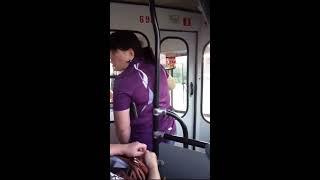 """""""Дверь мне открывай!"""" - буйная женщина в троллейбусе"""