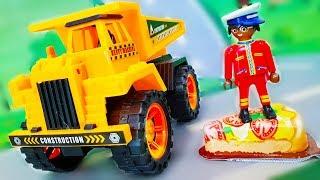 Мультики про машинки. Желтый грузовик везет цветное мыло в Лего город. Видео для детей