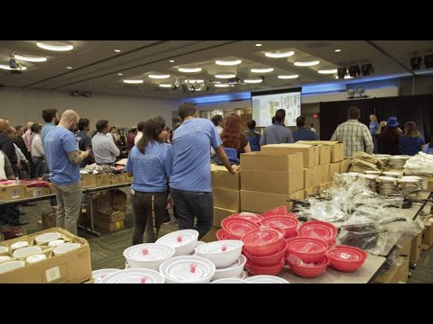 Cisco's IT team packs supplies for homeless families