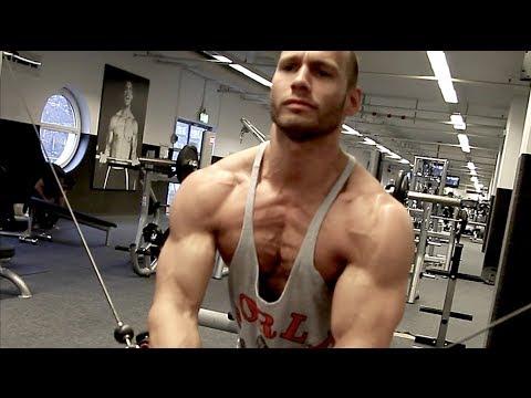 Die breiten Schultern und die kleine Brust was zu machen,