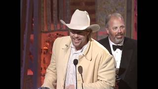 """Toby Keith Wins Album Of The Year For """"How Do You Like Me Now"""" - ACM Awards 2001"""