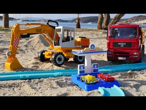 Tolle Spielzeugautos - Kipplaster und Bagger - Wir spielen am Strand