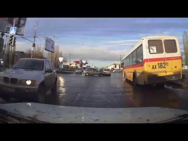 سائق غاضب يحطم زجاج التاكسي في روسيا