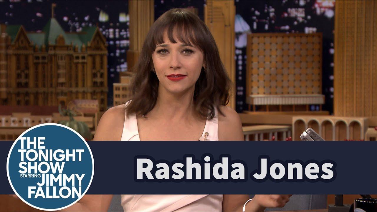 """Rashida Jones Knows the Key to Drake's """"Hotline Bling"""" Dance thumbnail"""