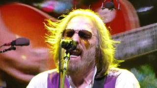 TOM PETTY - Refugee - Live from Front Row