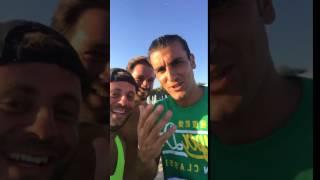 """Monopoli, in spiaggia spunta Nicola Ventola: il saluto all'amico Bobo Vieri è """"alla barese"""" - VIDEO"""