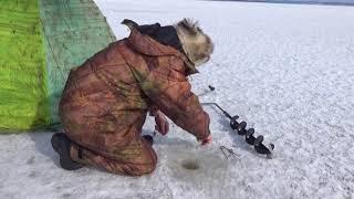 Крепление зимней палатки в лед