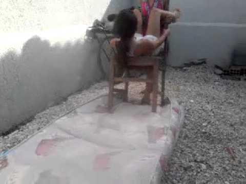 Menina de 11 anos quebrando a cabeça(1)