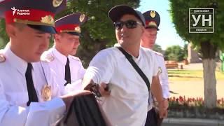 Оралда Азаттық тілшісі мен бірнеше журналисті полиция ұстады