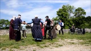 preview picture of video 'Burgbelebung Helfenstein 2014 - Mittelalterlicher Tanz mit den Spielleut Fortunatus'