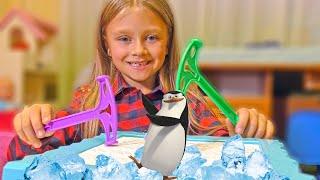 ЧЕЛЛЕНДЖ Не урони Пингвина! Kids Challenge Penguin Trap Game
