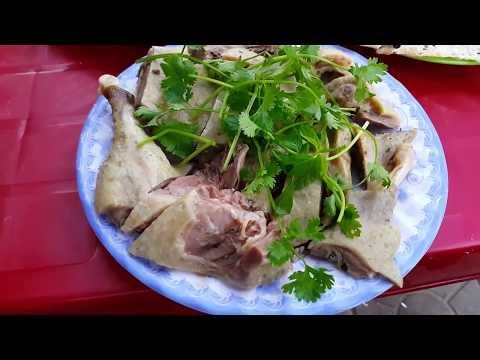 Eating Vietnamese duck   กินแปลกยำเครื่องในเป็ดเวียดนาม อร่อยสะใจ