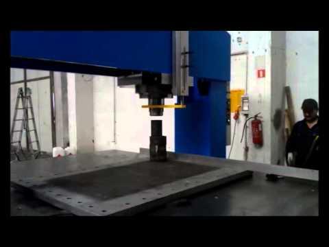 Prasa hydrauliczna portalowa prostująca - zdjęcie