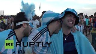 Brasil: Fanáticos se burlan de la mordida de Luis Suárez
