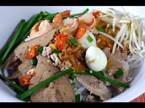 HU TIEU – Rice Noodle with Pork and Seafood Recipe
