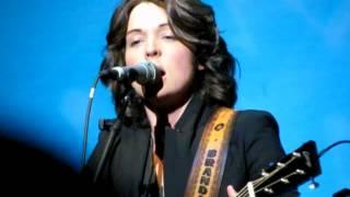 Brandi Carlile - Looking Out w/ Symphony, solo