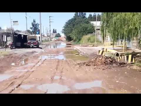 San Nicolás. La calle sigue igual, sin pavimentar y lejos de cumplir una orden judicial