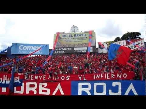 """Jugando bien o jugando mal"" Barra: Turba Roja • Club: Deportivo FAS"