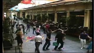 Reveal the Havana side - Dancing in the street