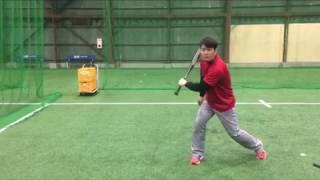 「トップの位置から左手でキャッチ(右打者は右手)」(ブリスフィールド東大阪 野球教室 平下コーチ(元阪神タイガース))