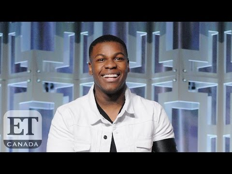 John Boyega Shares Daisy Ridley's On-Set Bad Habit | STAR WARS