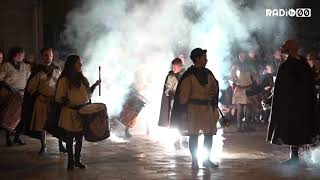 Gli sbandieratori annunciano la grande Festa dei Santi Medici