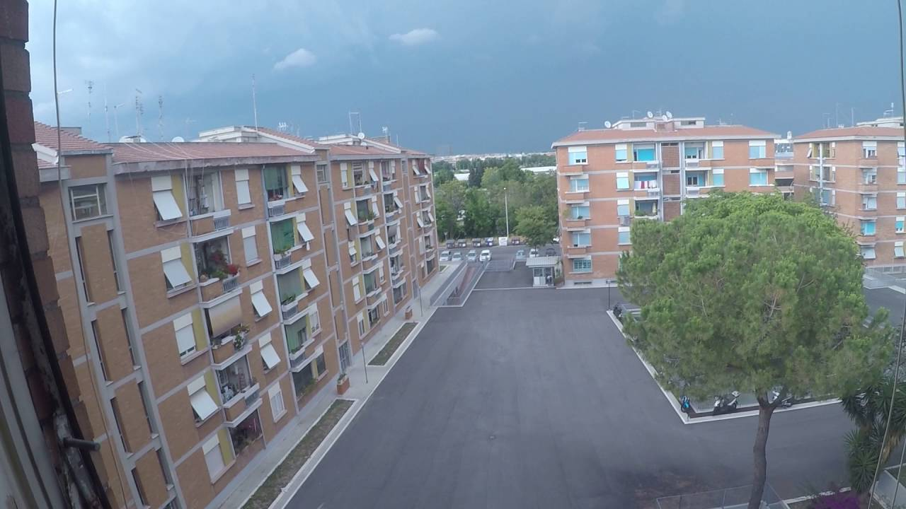 Rooms for rent to professionals in a 3-bedroom apartment in San Paolo