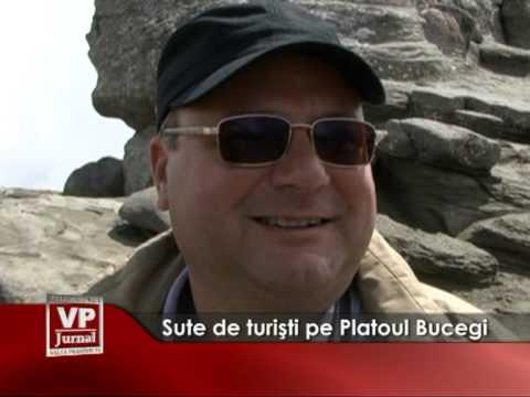 Sute de turişti pe Platoul Bucegi