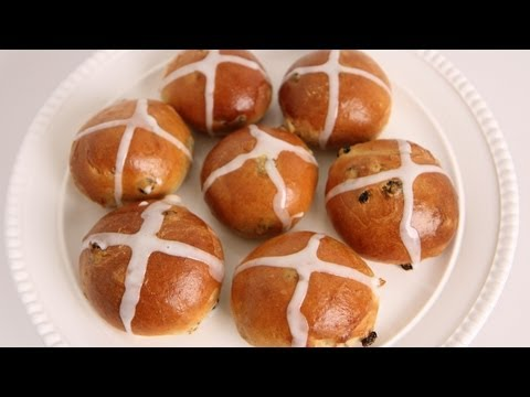 Hot Cross Buns Recipe – Laura Vitale – Laura in the Kitchen Episode 555