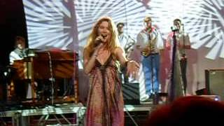 Joss Stone Live @ Malasimbo Fest (Philippines) - Tell Me What We're Gonna Do Now (w/ that bug)?