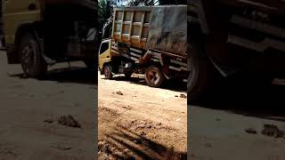 Cara Dump Truk Membuang Tanah
