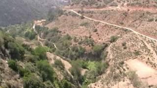 preview picture of video 'Terrain de foot dans les montagnes [Maroc]'