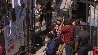 Прощание с Марадоной в Аргентине: огромные очереди и беспорядки