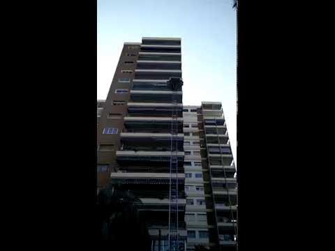 Grúa Elevación por fachada hasta 9º piso para mobiliario de Mudanzas