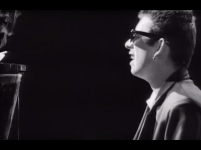 Fairytale Of New York (feat. Kirsty MacColl) - The Pogues