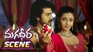 Kajal Aggarwal & Ram Charan Sharing Apple  Magadheera Telugu Movie  Dev Gill