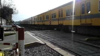 preview picture of video 'Paso a nivel del Ferrocarril Urquiza en Villa Lynch'